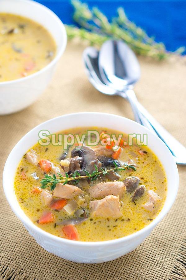 Сливочный суп с цыплёнком и грибами