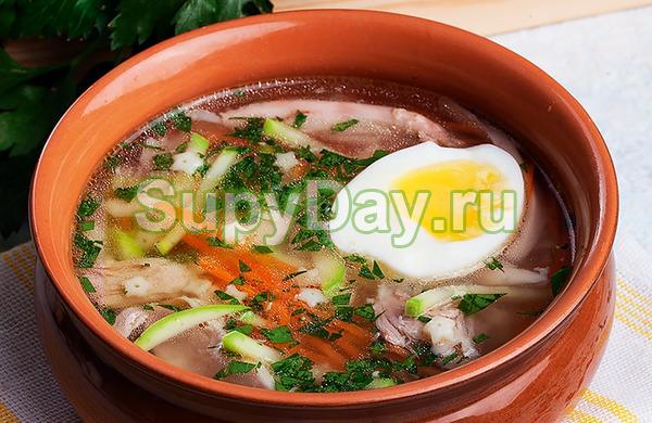 Куриный суп с грибами и яйцом