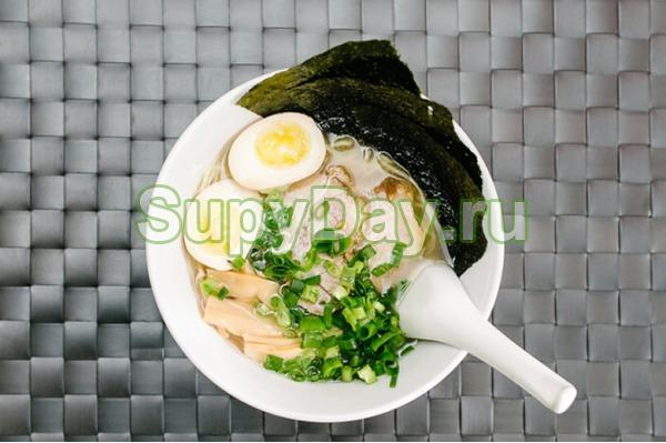 Суп с морской капустой, яйцом и крабовыми палочками