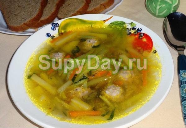 Суп с лапшой и картошкой из кабачков