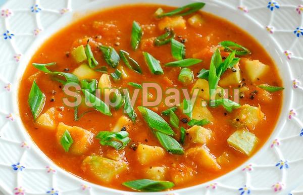 Кремовый суп с томатным соком, картошкой и кабачком